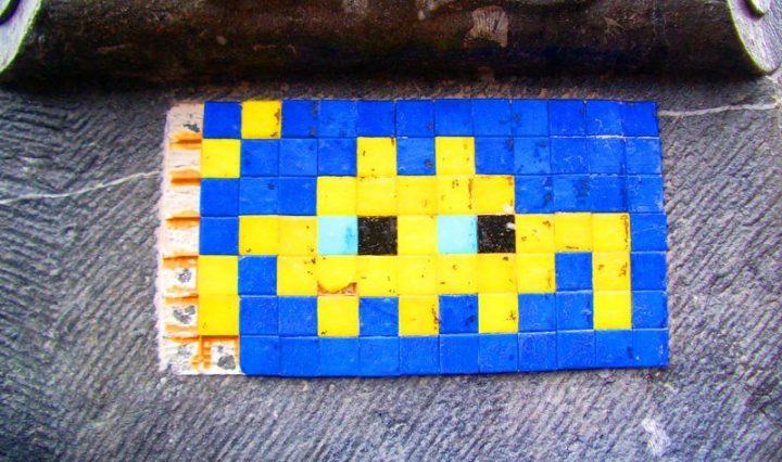 Space invader alien, knitted tile