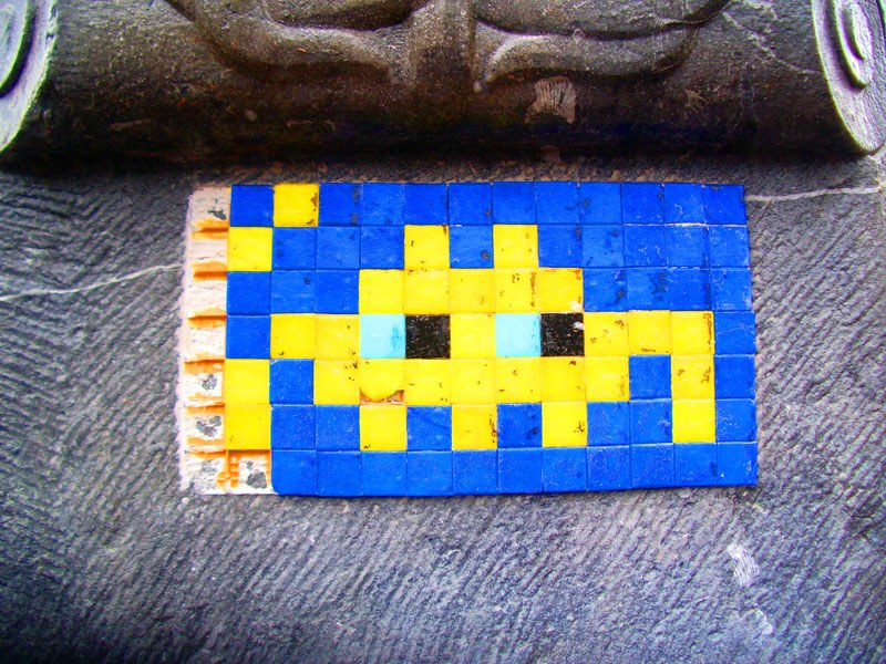 Space invader alien, knitted tile